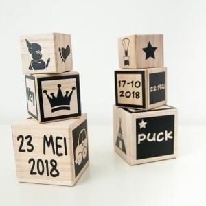 Set van 3 kubussen van licht hout met opdruk naar wens